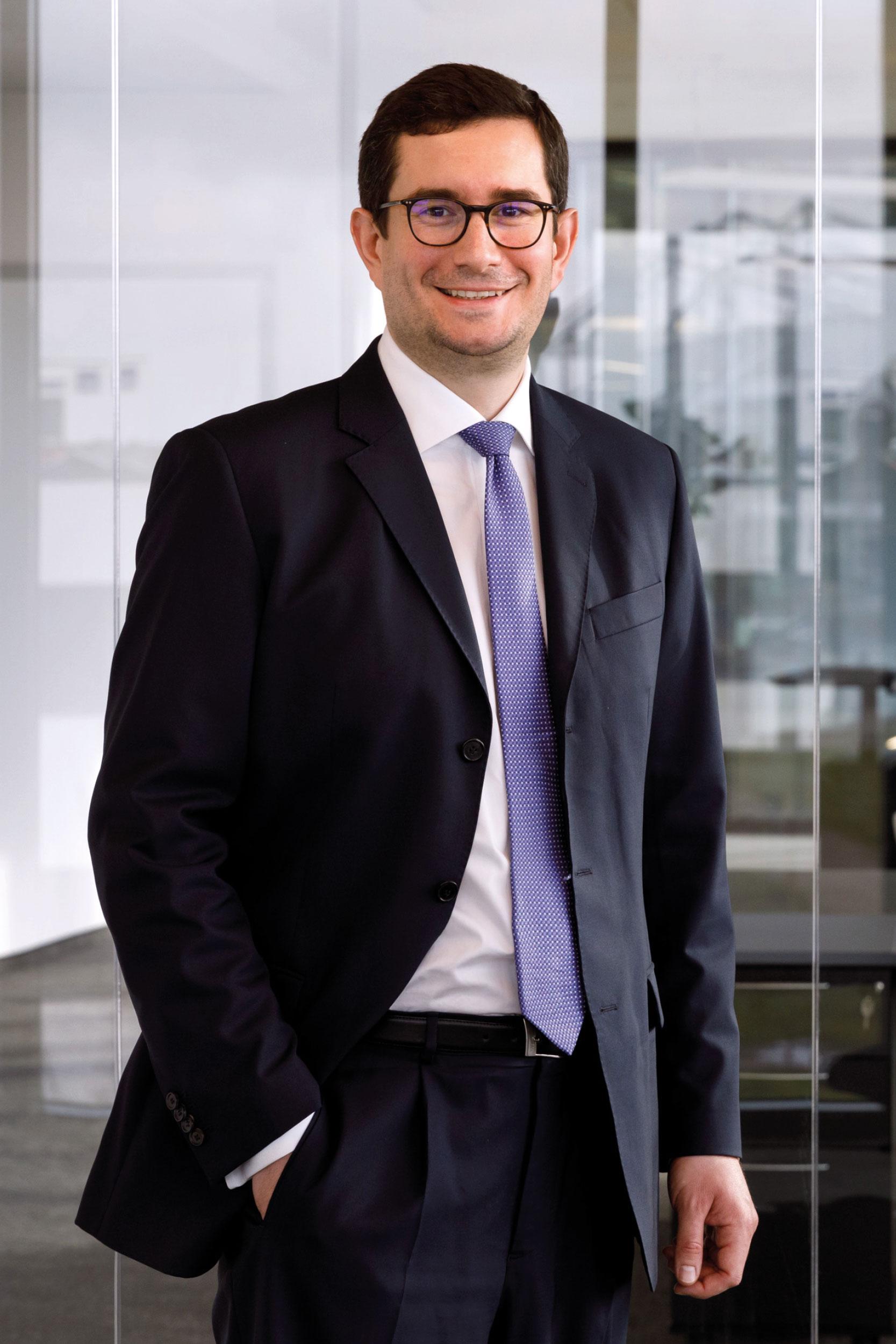 Dr. Maximilian Backes